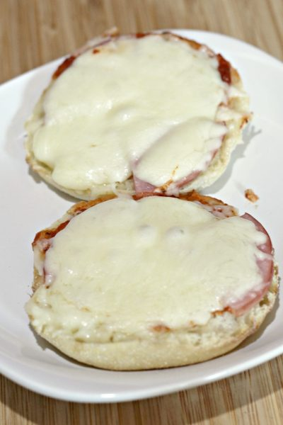 English Muffin Pizzas are fun and easy to make with kids! Perfect for tailgating or quick dinner! Plus they are low Weight Watchers Smart Points.