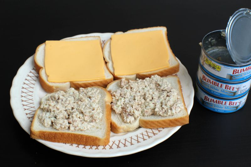 These Cheesy Tuna Panini sandwiches are the perfect quick lunch! Plus its easy to make and can be made low calorie.