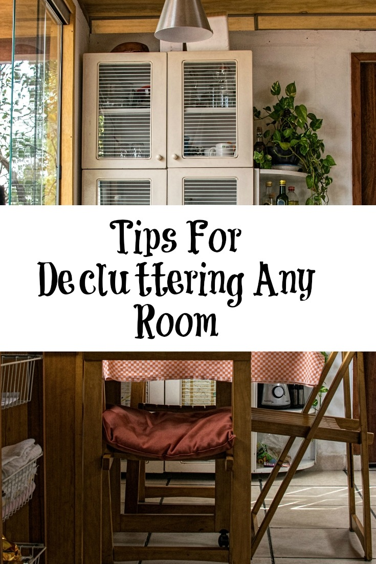 These easy Tips for Decluttering will make decluttering any room a breeze!! Spring cleaning is a great time to declutter the whole house room by room.