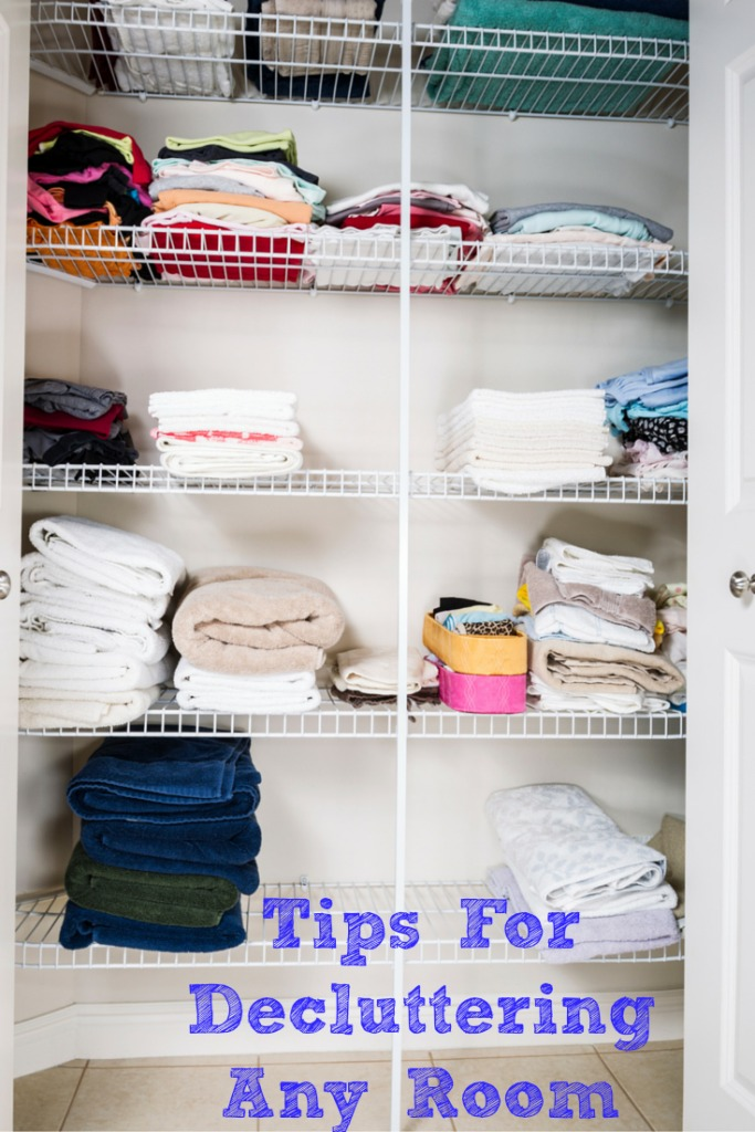 These easy Tips for Decluttering will make decluttering any room a breeze!! Simple steps and planning will make the chore fly by!