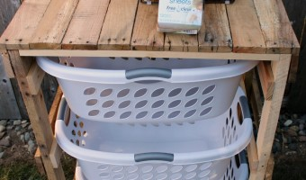DIY Pallet Laundry Shelf