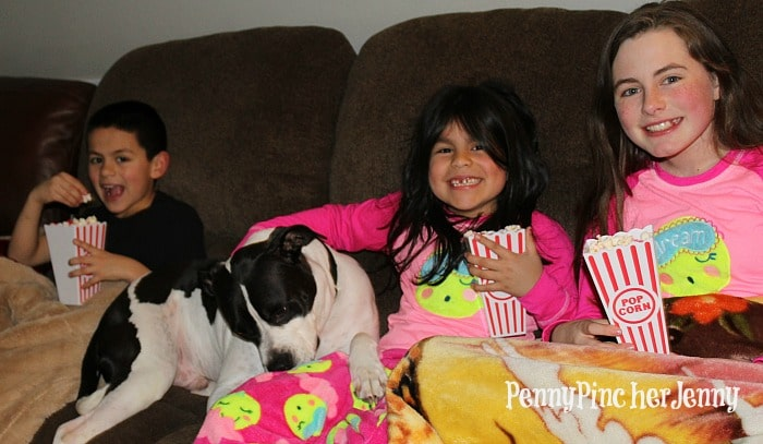 These 7 tips will ensure you have an Easy Family Movie Night! Plus a great way to spend time with your kids without breaking the bank and still have fun
