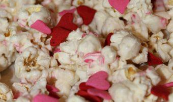 Easy Valentines Day Popcorn!