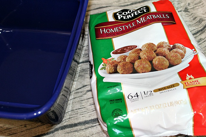 This easy Meatball Tater Tot Casserole is sure to be a casserole that your family will love! Perfect for a quick dinner on a busy weeknight.