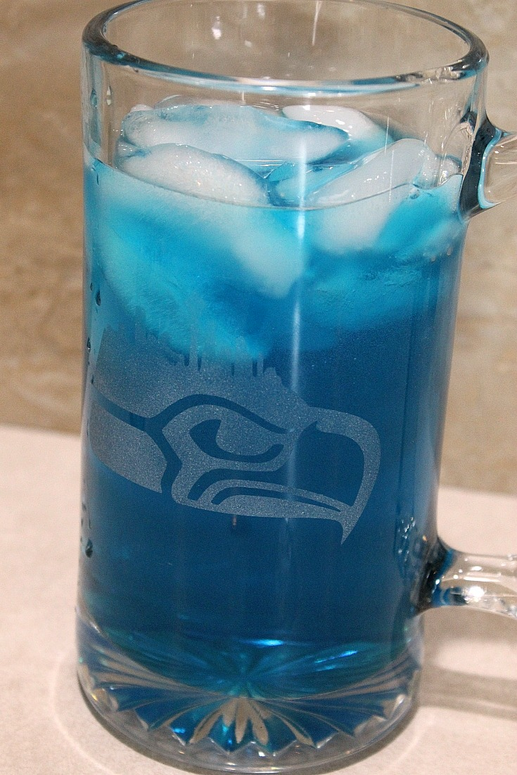 This 12th Man Game Day Cocktail Recipe is perfect to whip up at home any time or when tailgating! The taste is light and refreshing for cheering them on!
