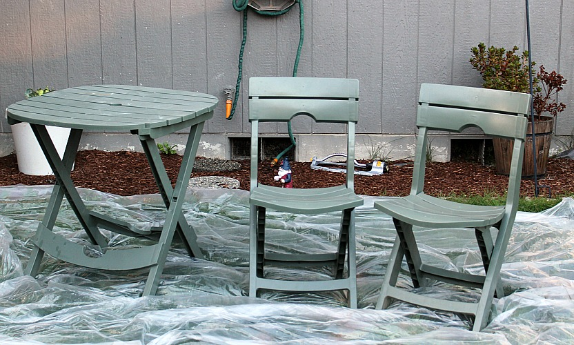 These Easy Tips To Upcycle Patio Furniture are sure to make your existing or yard sale find furniture look amazing! Easy to do for an amazing fresh look!