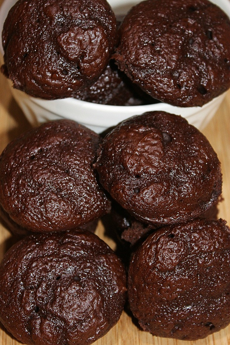 This easy 3 Ingredient Chocolate Weight Watchers Muffins Recipe is a perfect small treat! Satisfy your chocolate craving with a low Smartpoint muffin.