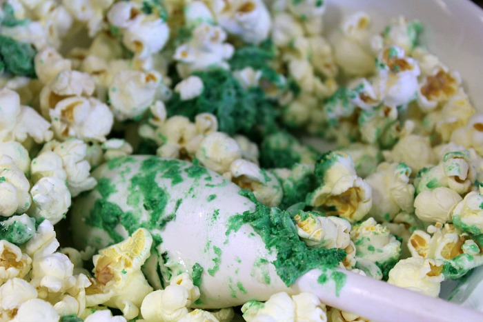 How To Make Colored Popcorn For Family Movie Nights! Making your own popcorn treats for movies is a great way to have fun and make a tasty treat! Use almond bark and food coloring to change up the color of your popcorn!